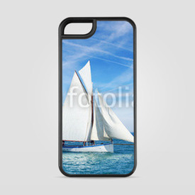 Etui na iPhone 5/5s/5SE Seascape with sailboat the background of the blue sky.